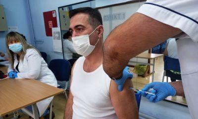 Бобан Ђуровић примио трећу бозу Синофарм вакцине